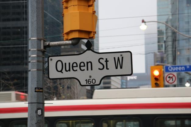 Queen St W